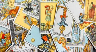Tarot Spreads For Navigating Change & Finish Out The Year Strong