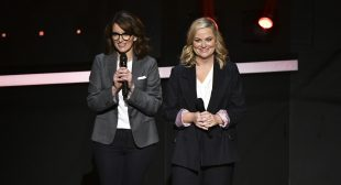 Tina Fey and Amy Poehler Will Host 2021 Golden Globes as NBC Sets Long-Term Event Strategy