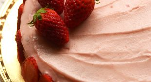 Eggless strawberry cake recipe, buttercream frosting