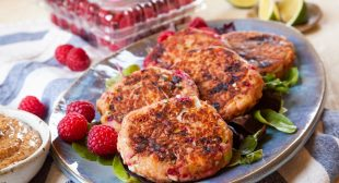Raspberry Salmon Cakes with Chipotle Aioli