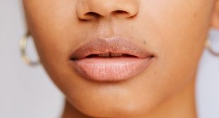 Guess What? Your Lips Lose Color As You Age, But Here's What You Can Do