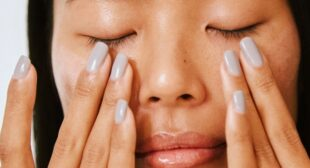 This 60-Second Hack Is Here To Banish Your Puffy Eyes (Thank Us Later)